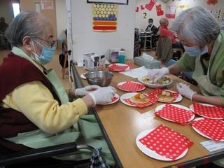 H27.12.28 クリスマスケーキ作り-2.jpg